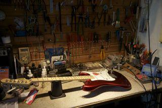 Stratocaster på operationsbordet